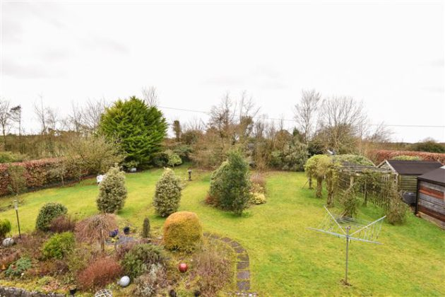 Three bed detached house comes with stunning back garden