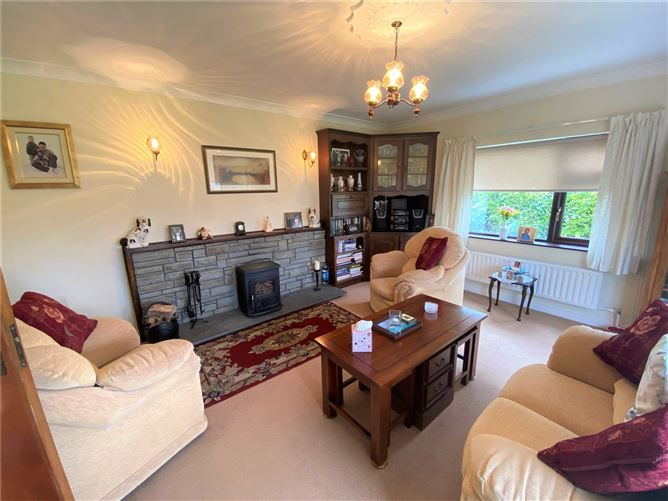 Substantial bungalow and gardens close to the city