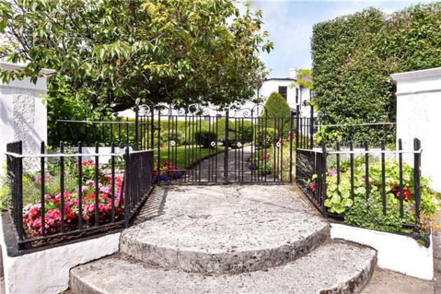 Elegant house and gardens in sought after city neighbourhood